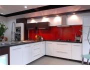 Mẫu kính màu ốp tường bếp đẹp 1