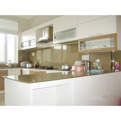 Mẫu kính màu ốp tường bếp đẹp 2