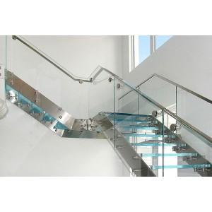 Một số lưu ý khi thiết kế cầu thang bằng kính